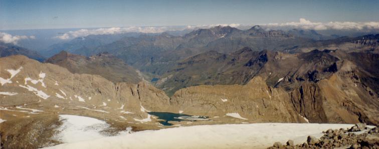 Du sommet du Monte Perdido, lac Glacé et Brèche de Tuquerouye