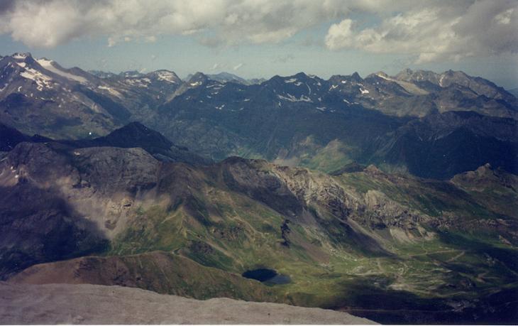 Du sommet du Taillon, Vignemale, Ardiden et lac des Espécières