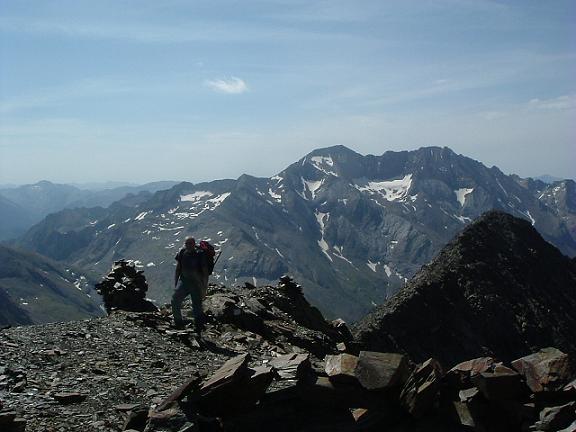 Arrivée au sommet du Gran Bachimala 3177 m., le Posets et la Punta del Sabre