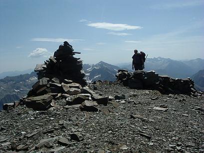 Du cairn sommital du Gran Bachimala 3177 m., Perdiguère et Maladeta-Aneto