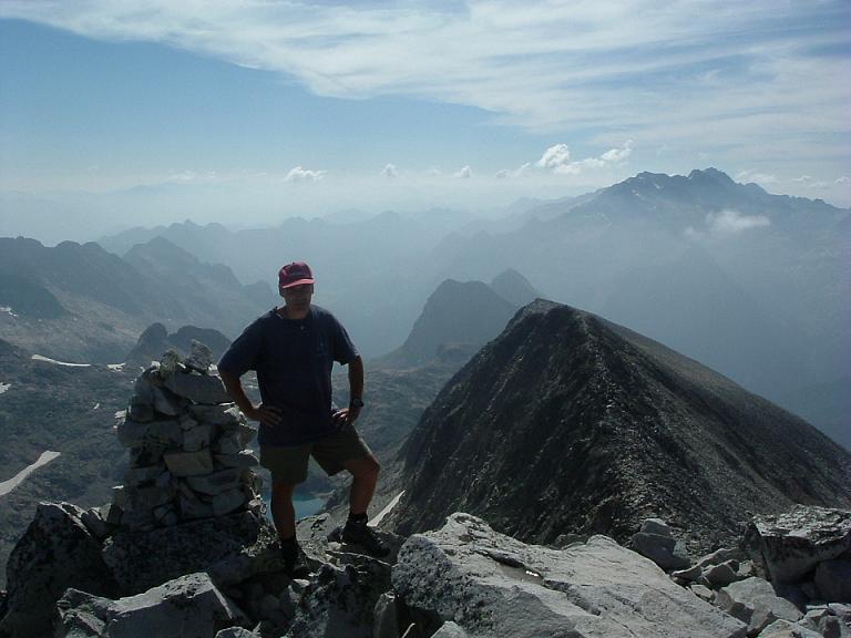 Du sommet du pic Perdiguère, le massif Aneto-Maladeta et l'ibon de Lliterola