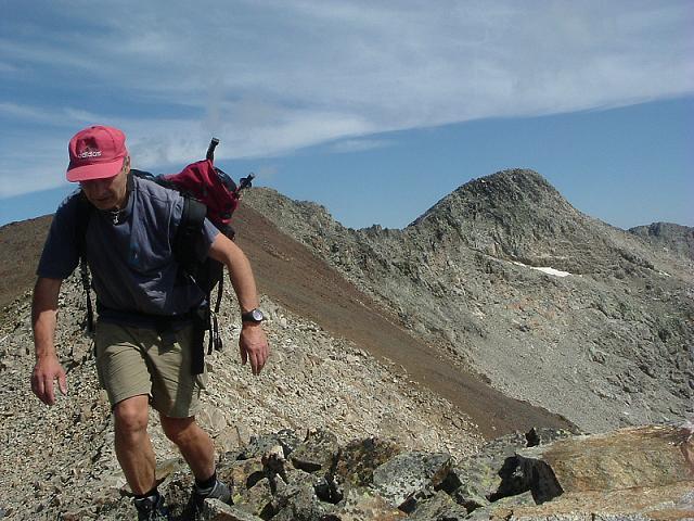 Arrivée au sommet de la Tuca de Litérole, avec le pic Royo et la Pointe de Litérole