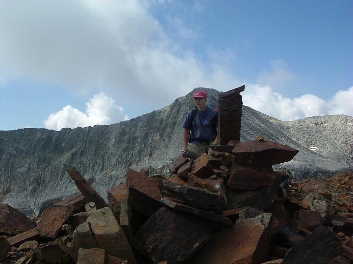 Arrivée au sommet du pic Royo avec le pic Perdiguère dans le dos