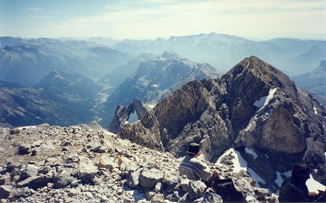 Du sommet du Monte Perdido 3355 m, le Soum de Ramond