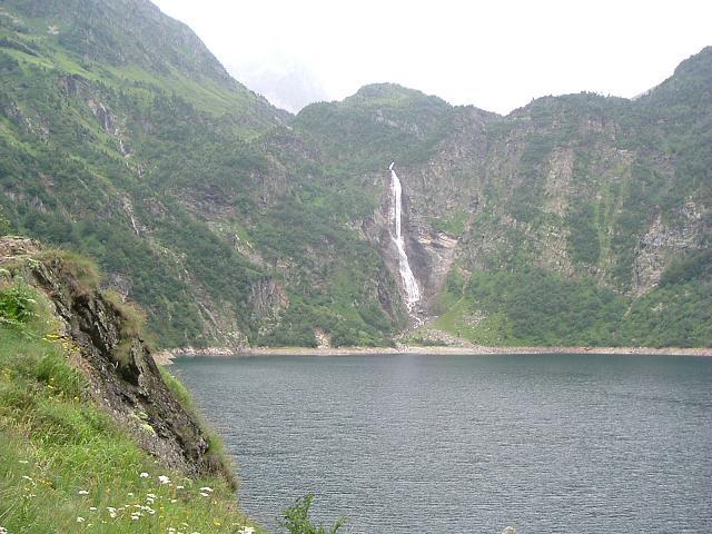Descente par le lac d'Oô et sa belle cascade