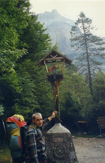 La Capila Virgen del Pilar devant le Monte Arruebo