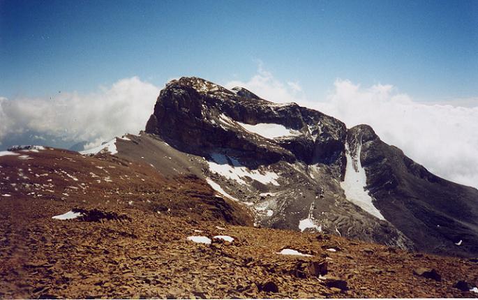 Du sommet du pic du Marboré 3248 m, le Cilindro (Cylindre)