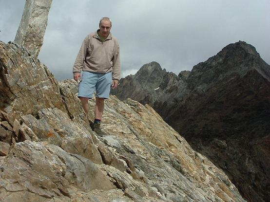 Au sommet du pic Maou (3074 m), devant le pic Badet et le pic Long