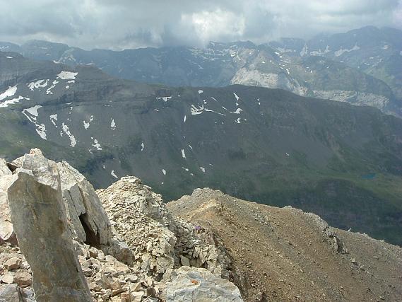 Du pic Maou vue sur l`avant sommet et mon sac que je vais aller récupérer
