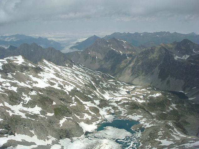 Du sommet du pic Maubic (3058 m), vue sur le lac Tourrat