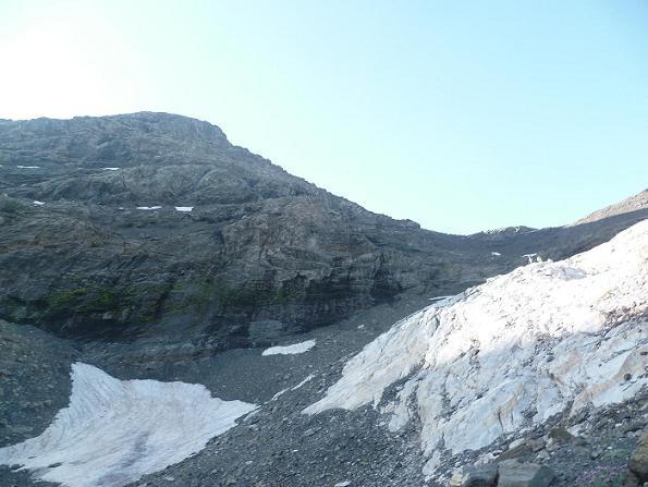 Au-dessus du Mur Blanc le Passet, progression vers le col de la Munia