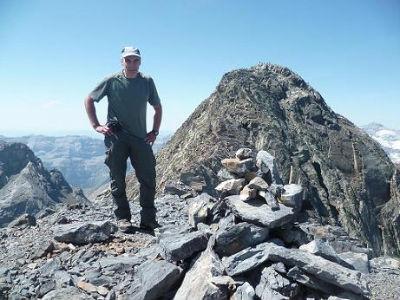 En laissant le pic de la Munia dans le dos, passage au sommet de la Petite Munia 3096 m