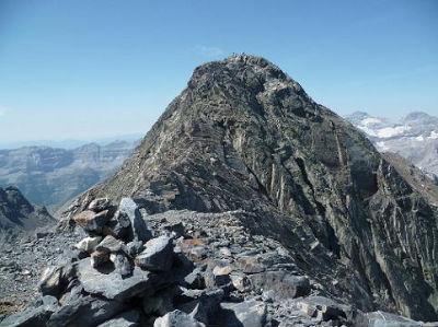 Du sommet de la Petite Munia 3096 m, le pic de la Munia et le Monte Perdido