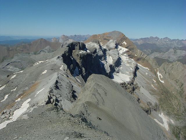 De l Epaule du Marboré 3073 m, la Tour, le Casque et le Taillon