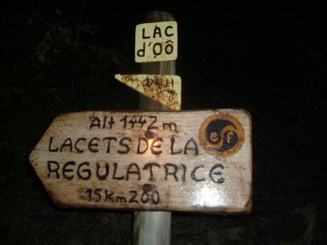 Panneau sur le sentier du lac d'Oô
