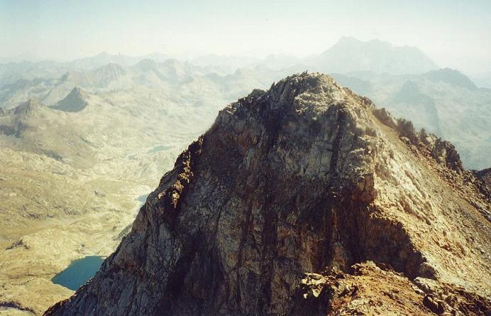 Du sommet du pico del Infierno Central , le pico Oriental et le Vignemale