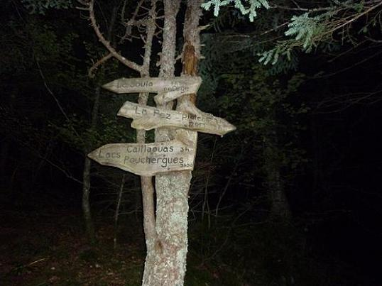Passage à la bifurcation de sentiers `La Soula - La Pez`