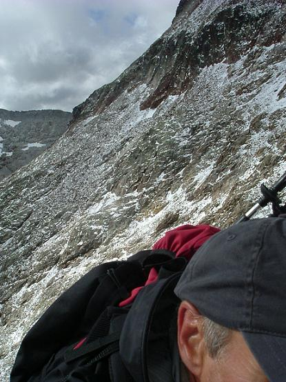 Escalade d'une cheminée dans les falaises Sud-Est du pic des Spijeoles