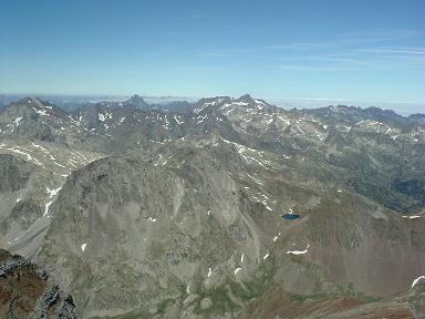 Du sommet du Vignemale, le pic du Midi d'Ossau et le Balaitous