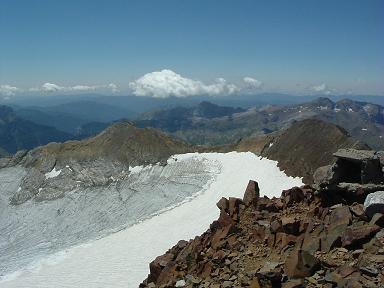 Du sommet du Vignemale, le glacier, les pics Central et de Cerbillona