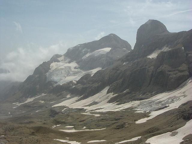 Du sommet du Petit Astazou, le Cilindro et le Monte Perdido