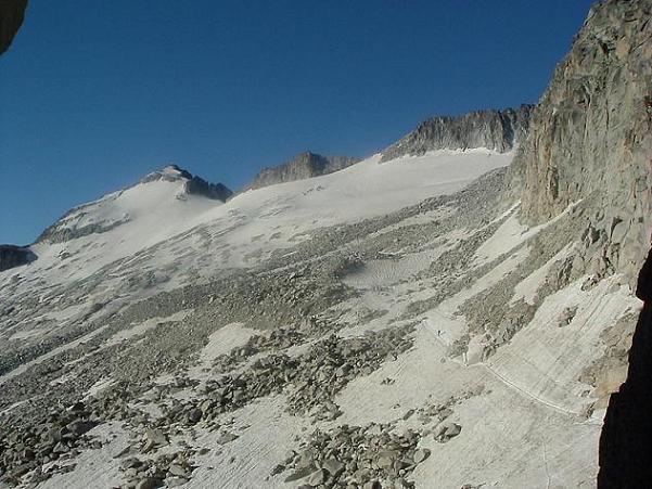 Du Portillon Superior 2880 m, lever de rideau sur le pic d Aneto et son glacier