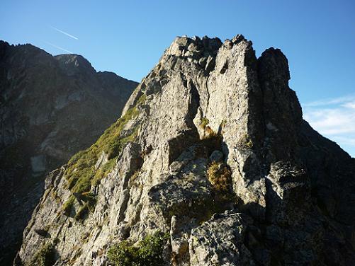 Du Port de la Pez, les premiers rochers à escalader sur la crête