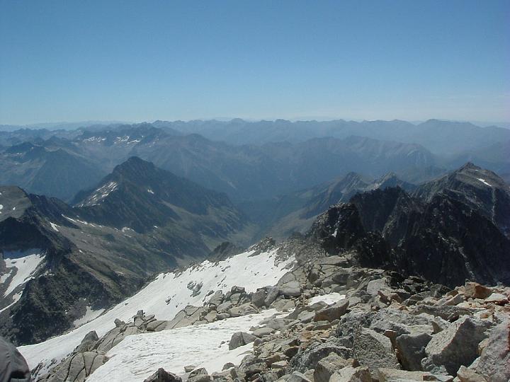Du sommet du pic d Aneto, la vallée de Salenques