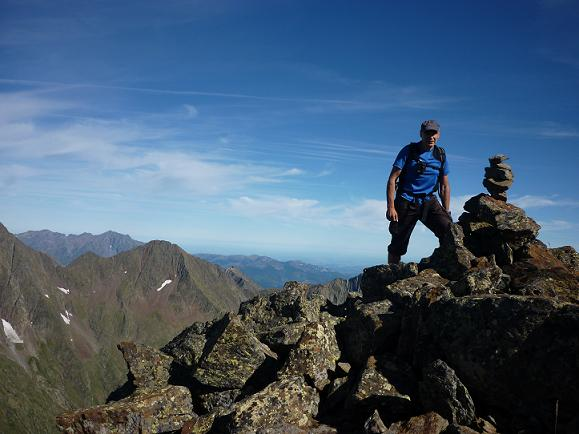 10 h40 arrivée au sommet du pico des Puerto de la Pez ou pic du Port de la Pez 3018 m