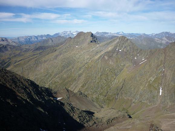Du sommet du pico del Puerto de la Pez 3018 m, le Monte Perdido, le Batoua, le Vignemale et la Bal de la Pez