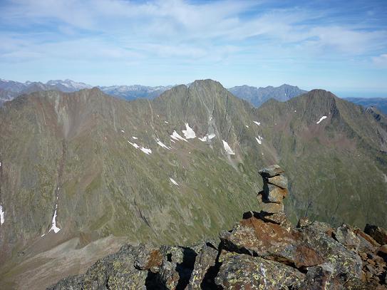 Du sommet du pico del Puerto de la Pez 3018 m, les pics de Néouvielle, de Guerreys, de Lustou et Parraouis
