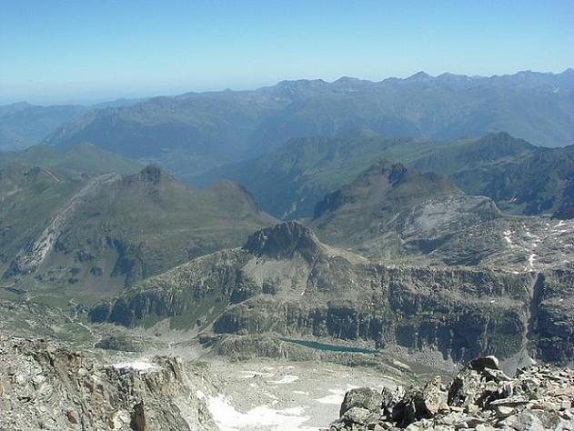 Du sommet du pic d Aneto, la vallée de Barrancs