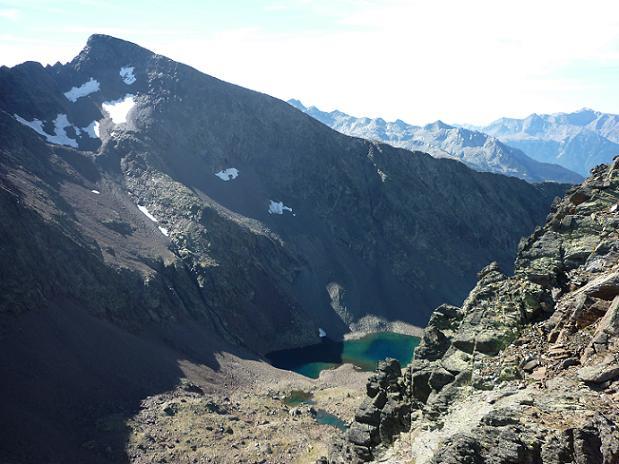 Du sommet du pico del Puerto de la Pez 3018 m, Le Gran Bachimala et l`ibon de Bachimala