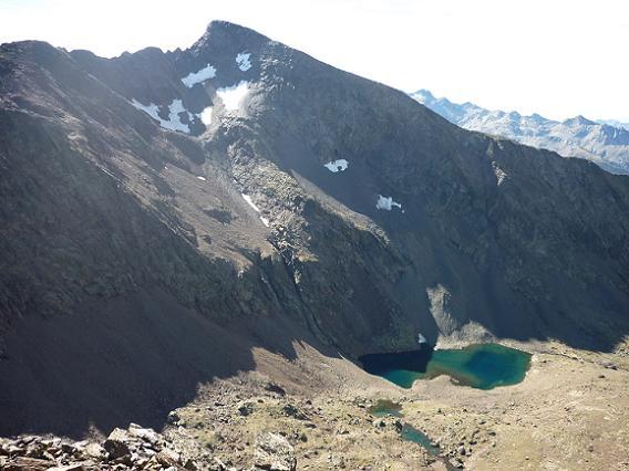 Du sommet du pico de la Pez 3024 m, le Gran Bachimala et les ibons de Bachimala