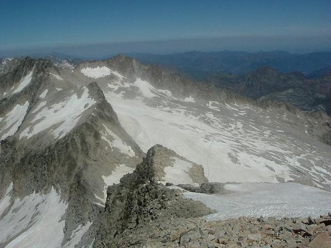 Regard sur la Maladeta et le glacier d Aneto