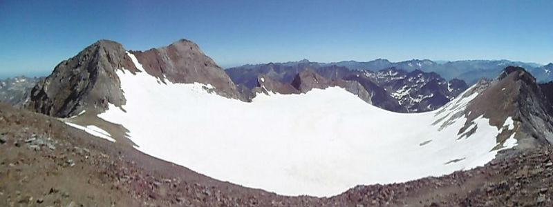 Du sommet du pic de Cerbillona (3247 m), Vignemale et glacier d`Ossoue