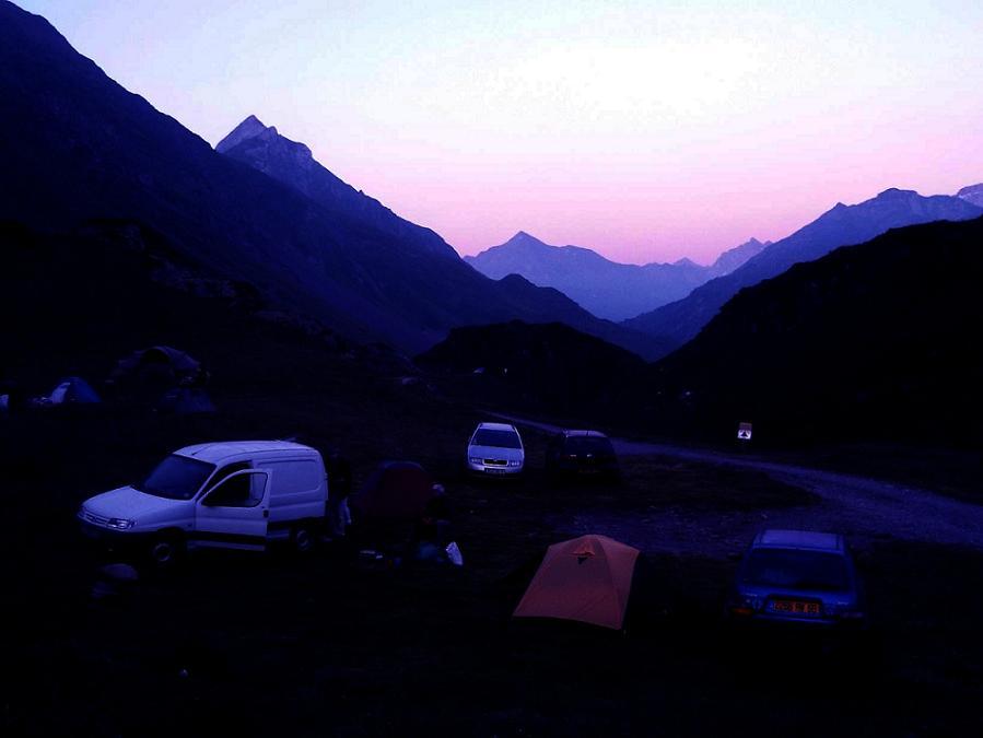 Nous paserons la nuit sous tente, près du barrage d`Ossoue, aux Espuguétes Blanques