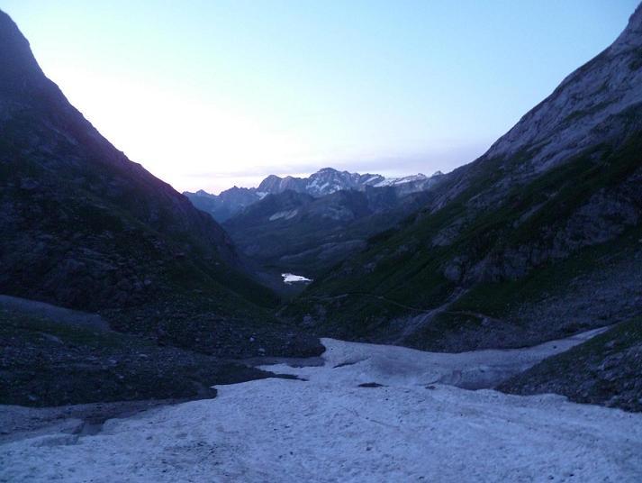 Passage au Pont de neige en remontant le barranco d`Ossoue