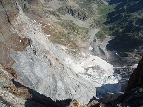 Du sommet du Piton Carré 3197 m, en contrebas, le glacier des Oulettes