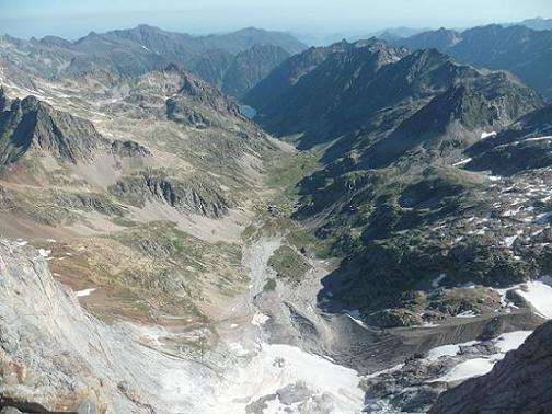 Du sommet du Piton Carré 3197 m, le glacier des Oulettes et la vallée de Gaube
