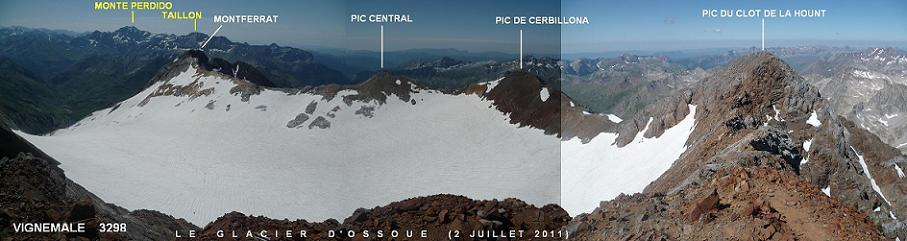 Du sommet de la Pique Longue du Vignemale 3298 m, le glacier d`Ossoue et le massif Gavarnie Monte Perdido