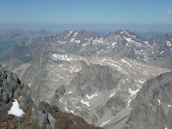 Du sommet de la Pique Longue du Vignemale 3298 m, Garmo Negro et Infiernos
