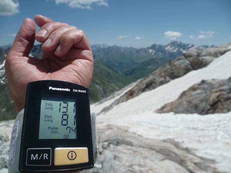 Pause restauration à 2800 m, avec mon nouveau compagnon de randonnée