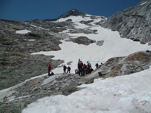 Fin de la traversée retour du glacier d`Ossoue, on quitte les crampons