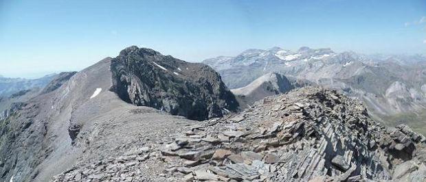 Du sommet du pic de Serre Mourène 3090 m, le pic de la Munia et le Monte Perdido