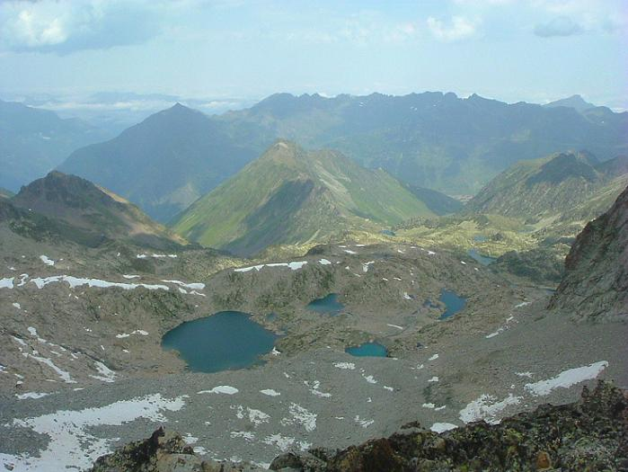 Du pic des Trois Conseillers (3039 m), le lac Bleu et les lacs Verts vers lesquels il faut retourner