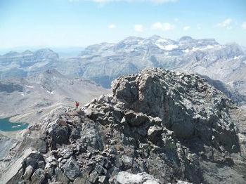 Repassage au sommet du pic de la Munia 3133 m