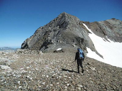 Passage au col de Cerbillona (3195 m) face au pic du Clot de la Hount