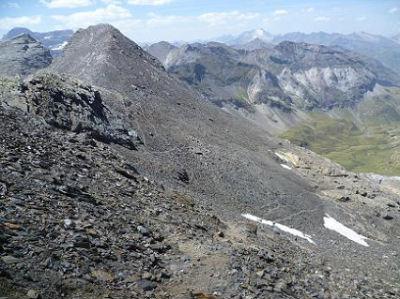 Descente de la crête occidentale du pic de la Munia, pour basculer versant Troumouse