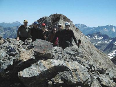 Au sommet du pic du Clot de la Hount (3289 m), devant la Pique Longue du Vignemale